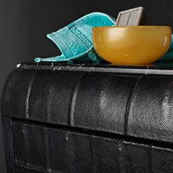 Particolare Mobile bagno classico art Déco con vetrina portaoggetti rivestiti in pelle di galuchat: bagni di lusso bianchini & Capponi